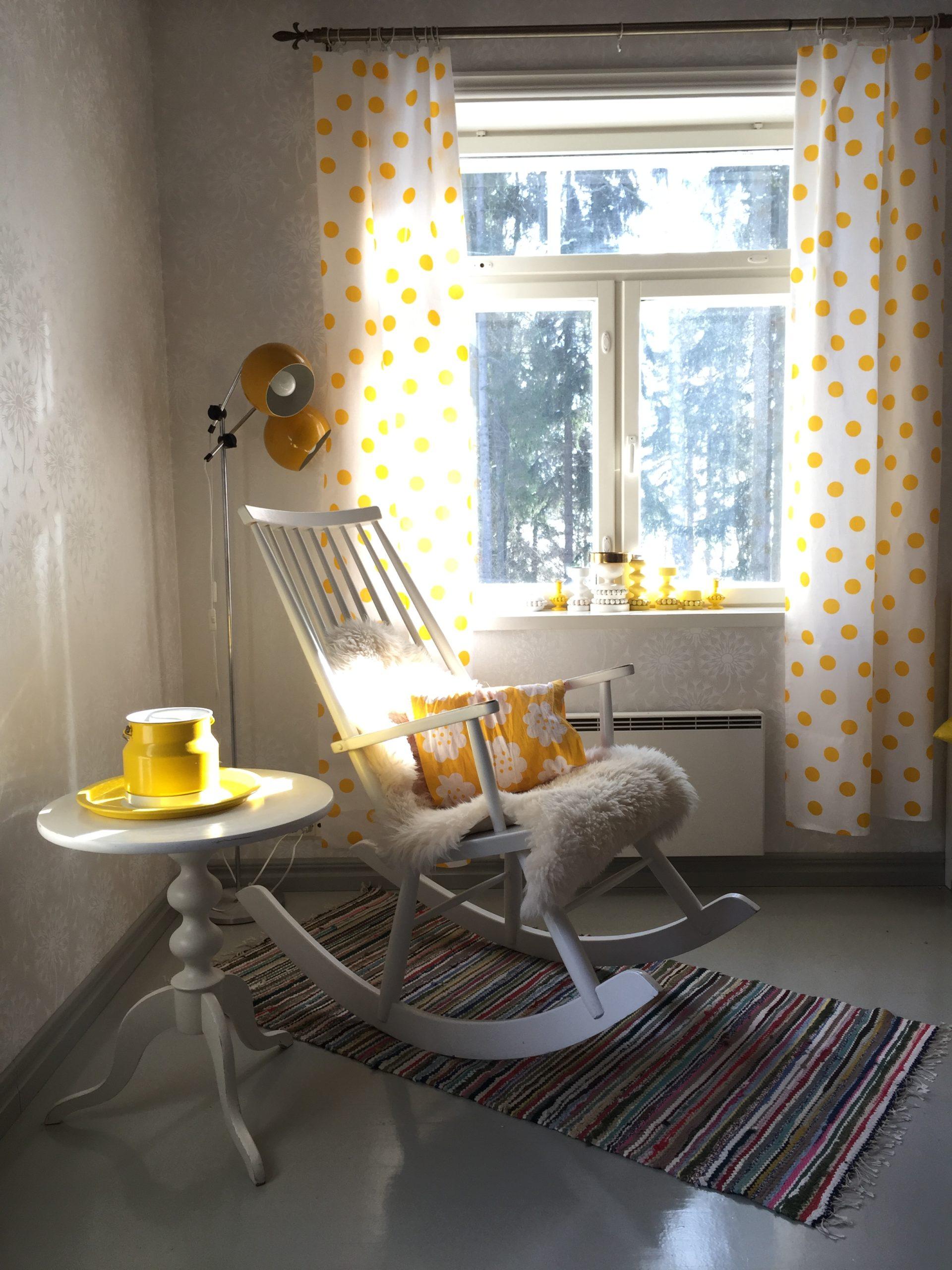 Elluyellow aurinkoinen keltainen keinutuoli