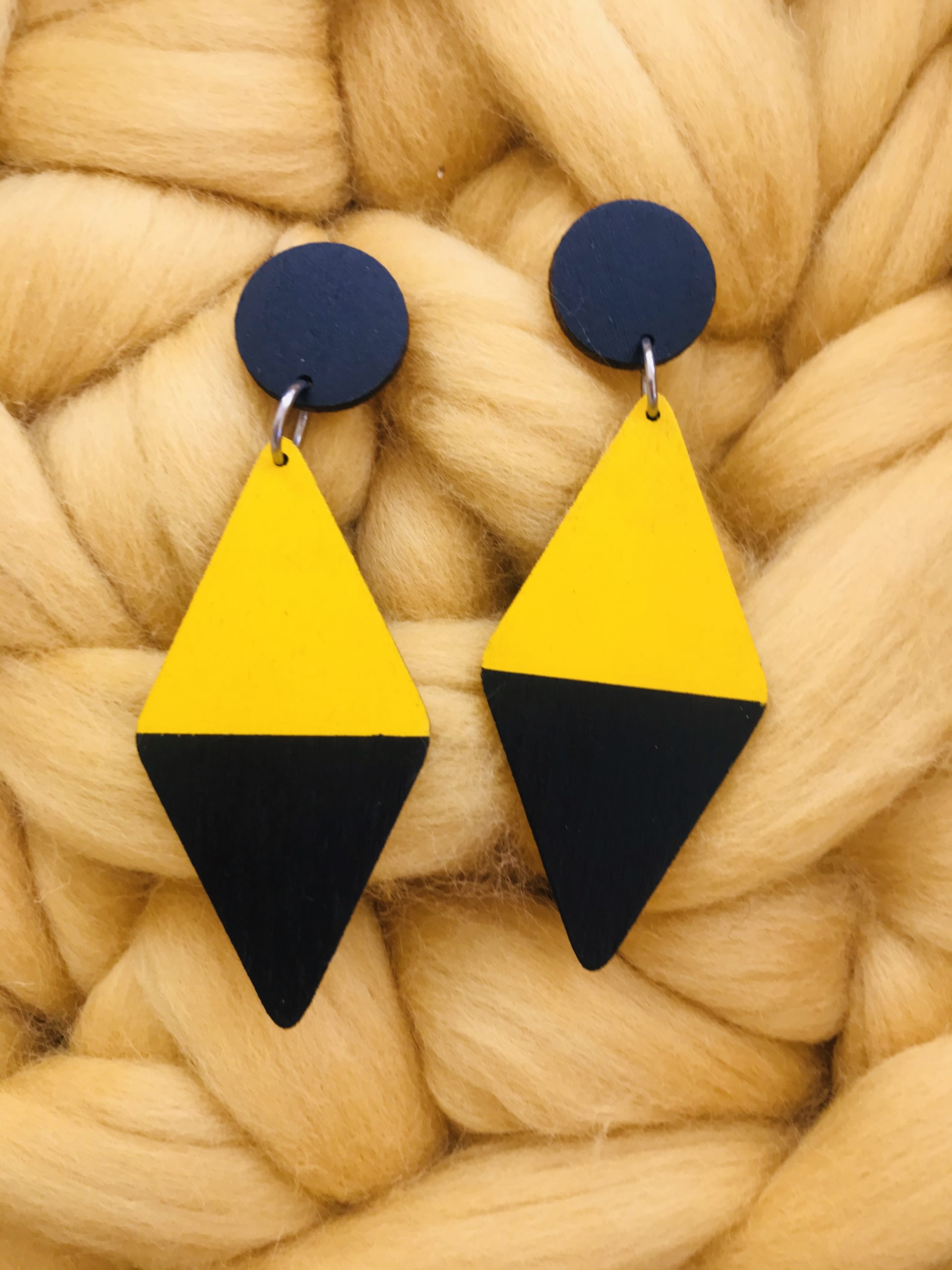 Elluyellow ihanat keltaiset korvakorut