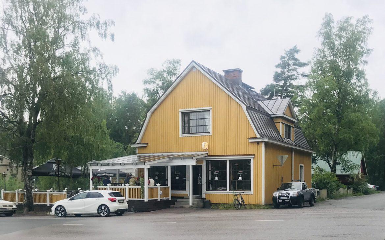 Elluyellow vierailemassa Nokian Koski-baarissa