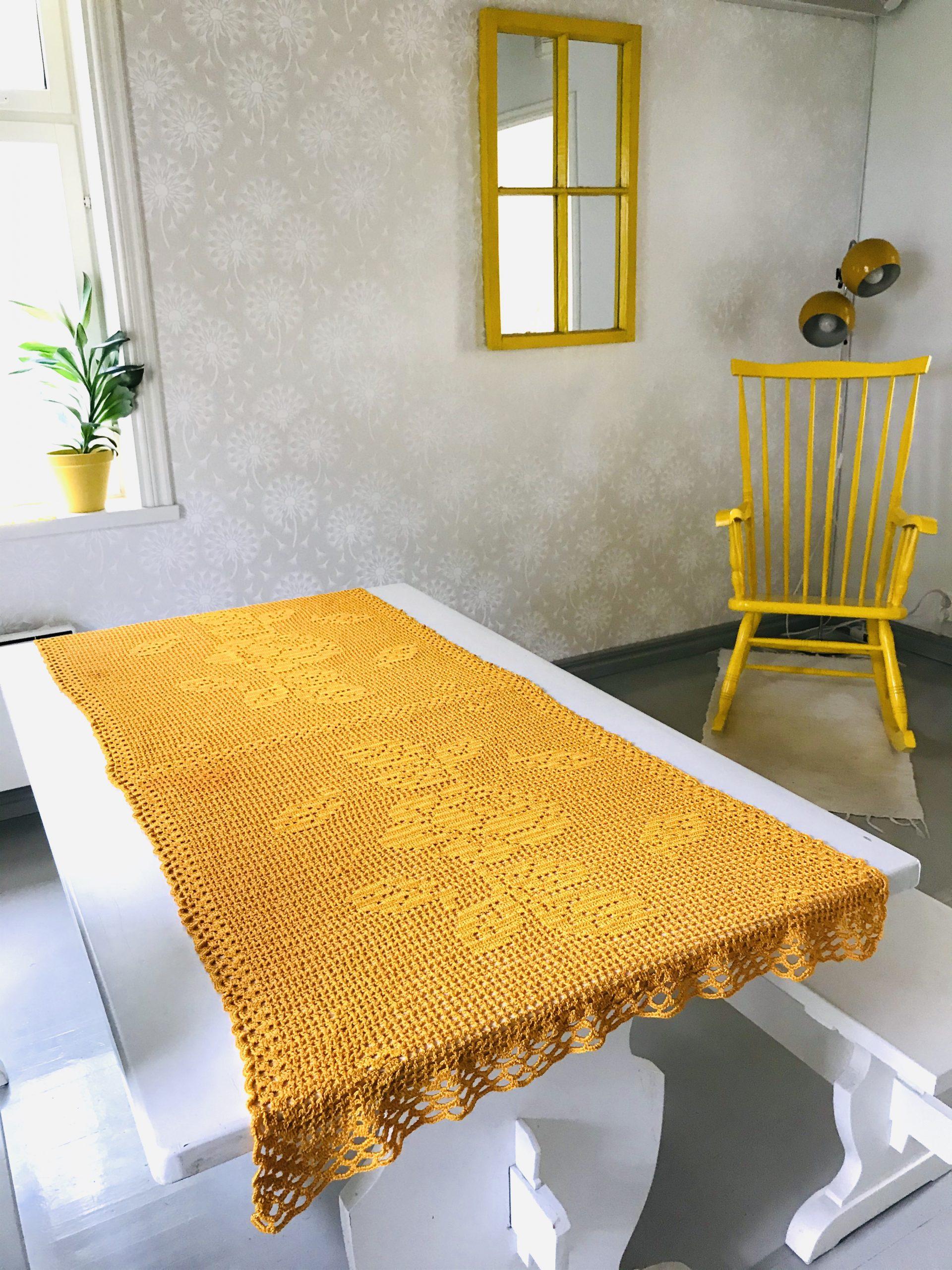 Elluyellow keltainen kirppislöytö vanha pöytäliina