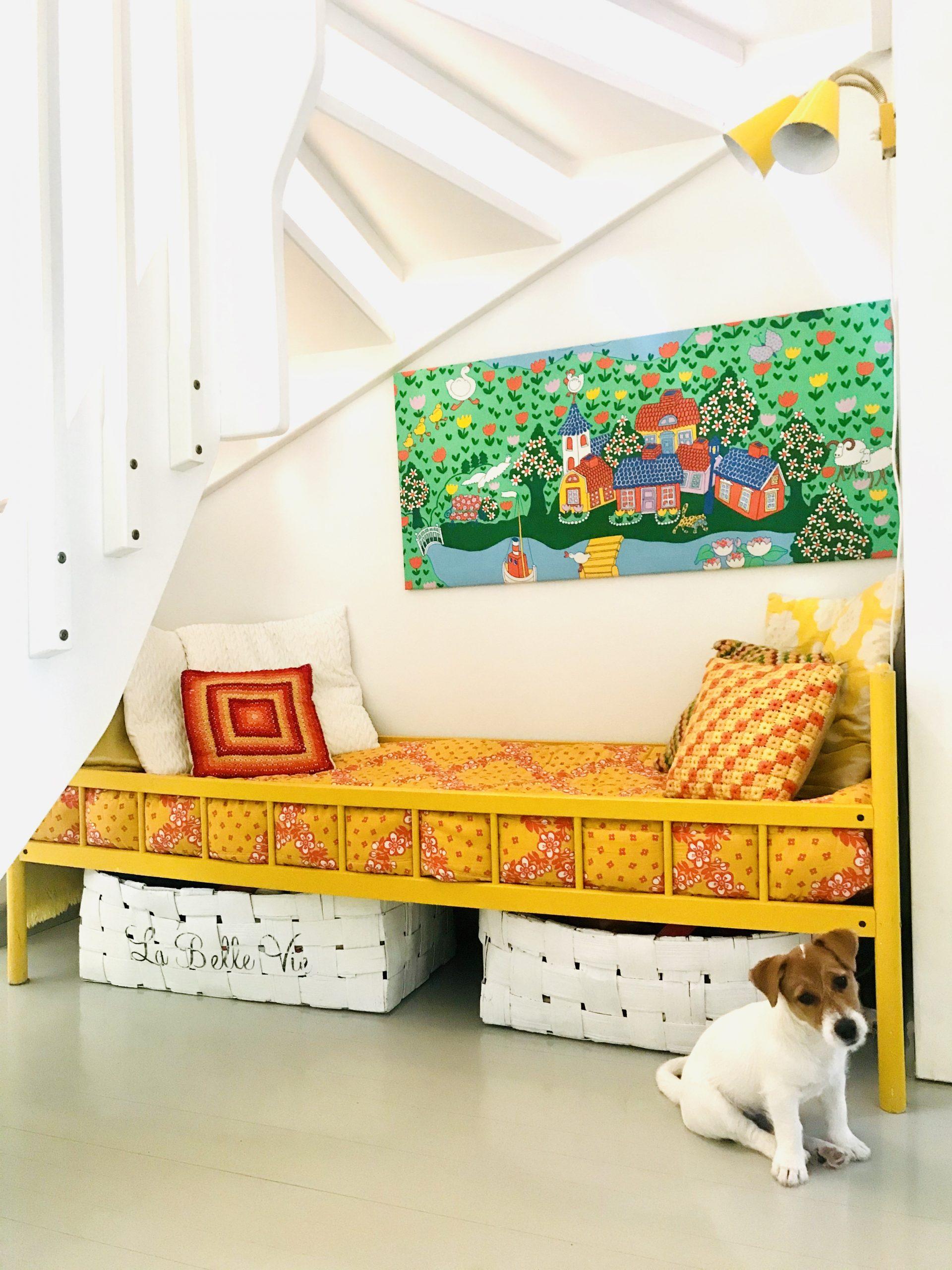 Elluyellow värikäs koti ja koiranpentu