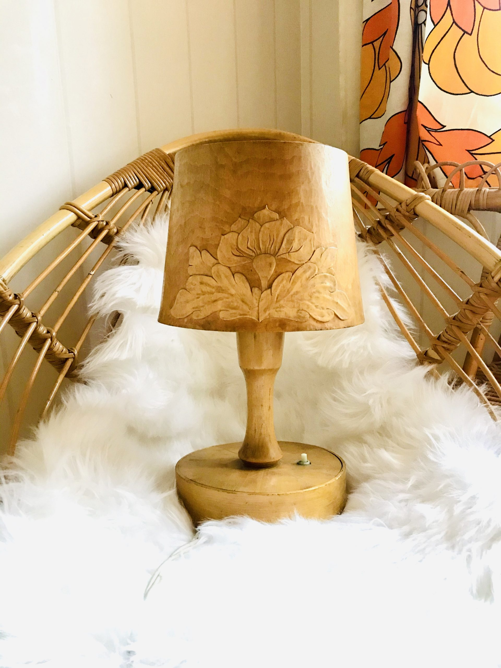 Elluyellow puinen vintage lamppu