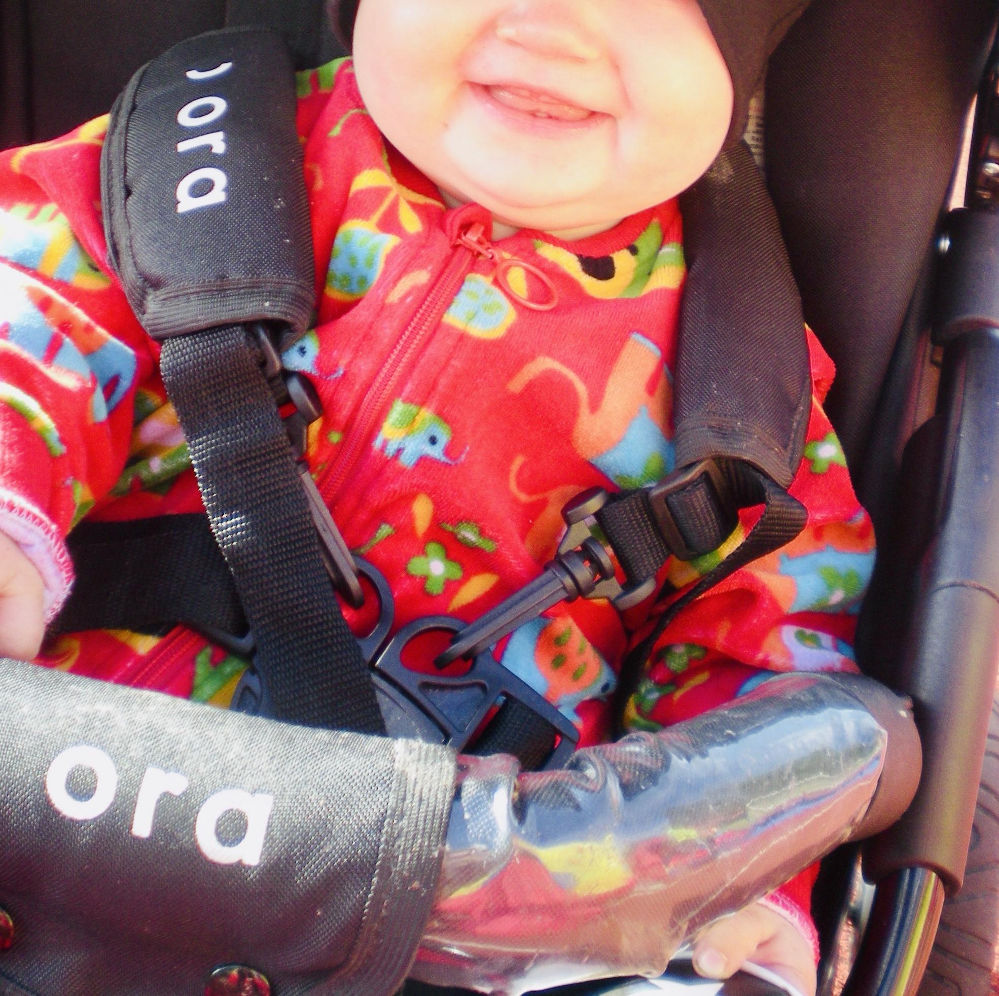 Elluyellow vierailemassa Pyymäen Oma kahvilassa Tampereella, vauva rattaissa