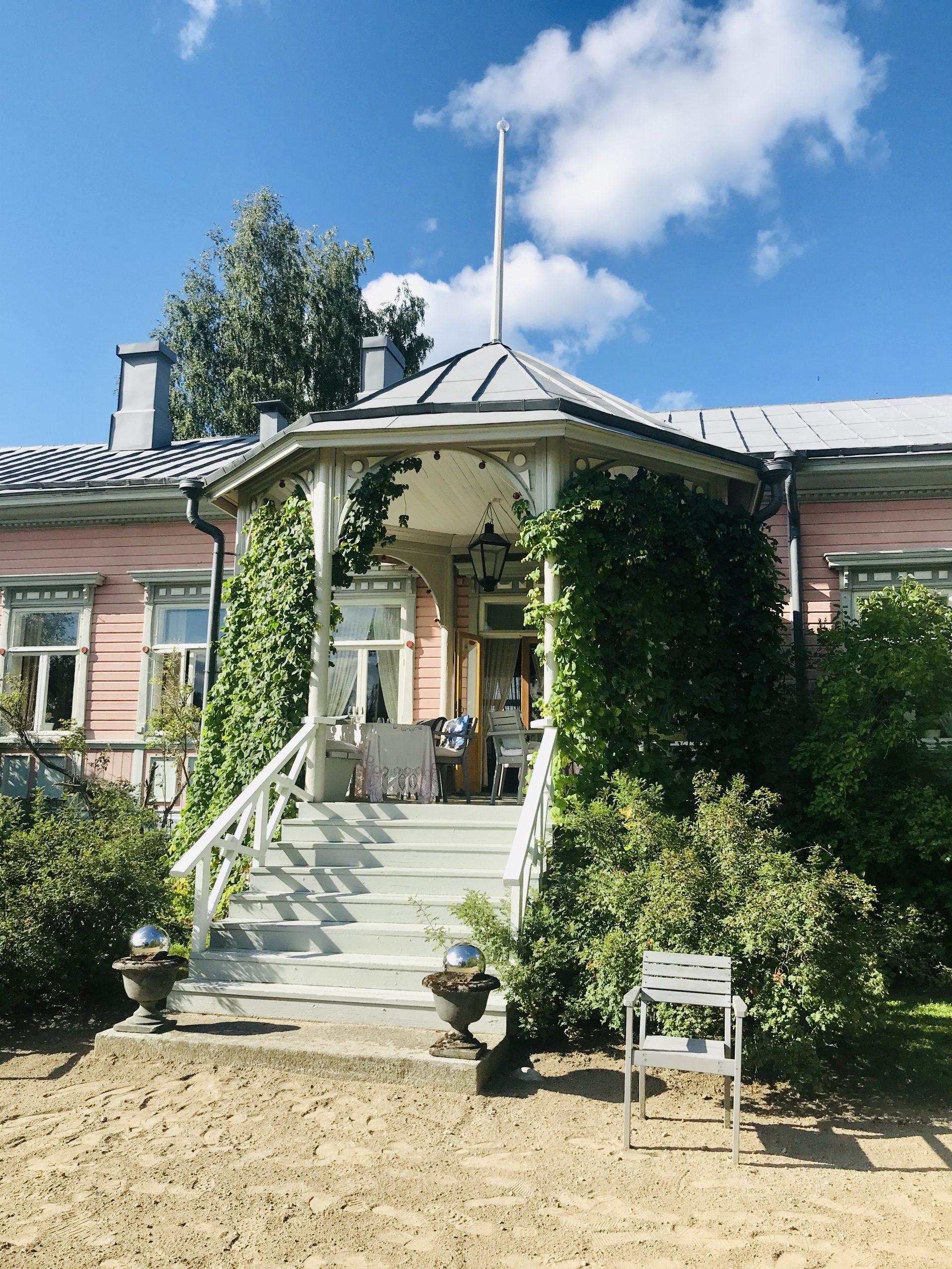 Elluyellow vierailemassa Tertin kartanossa Mikkelissä