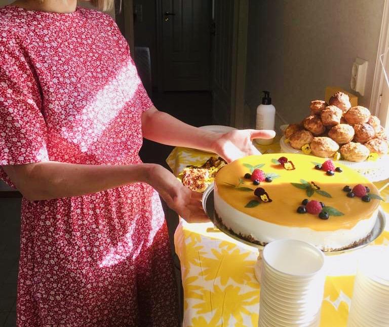 YellowQuu julkaisujuhlien kakku