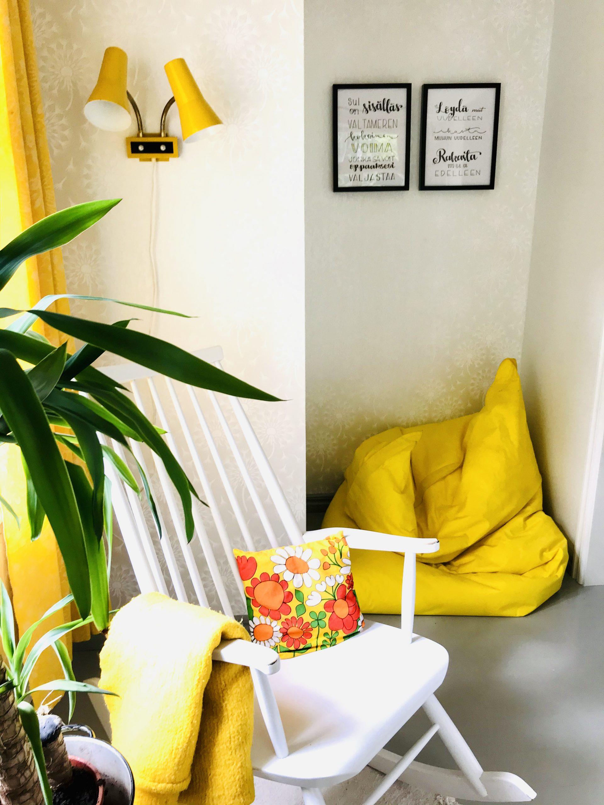 Elluyellow keltainen työhuone, Kaikulettering taulu