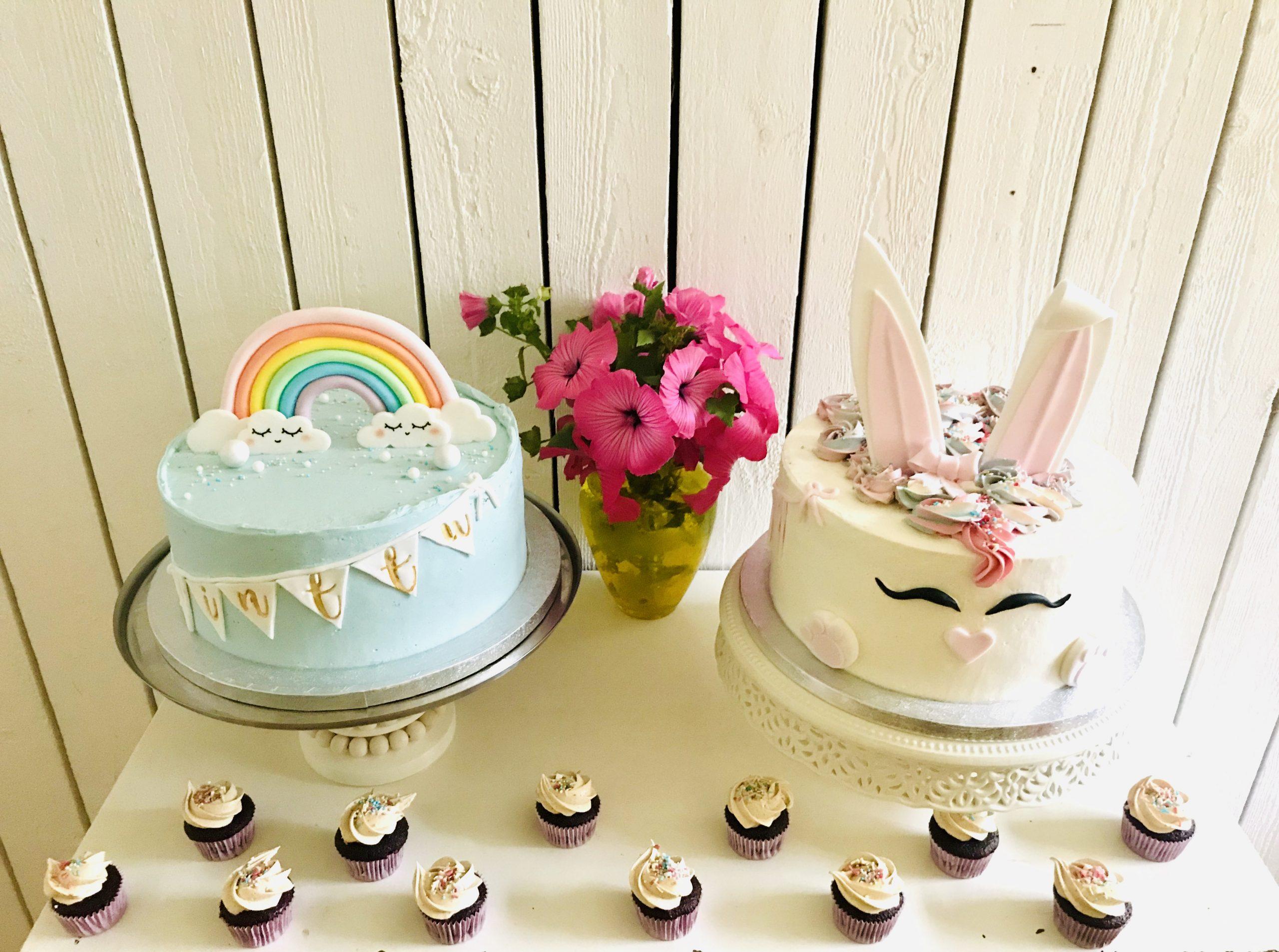 Elluyellow testaamassa Pilvilinnan leipomon herkullisia kakkuja ja kuppikakkuja