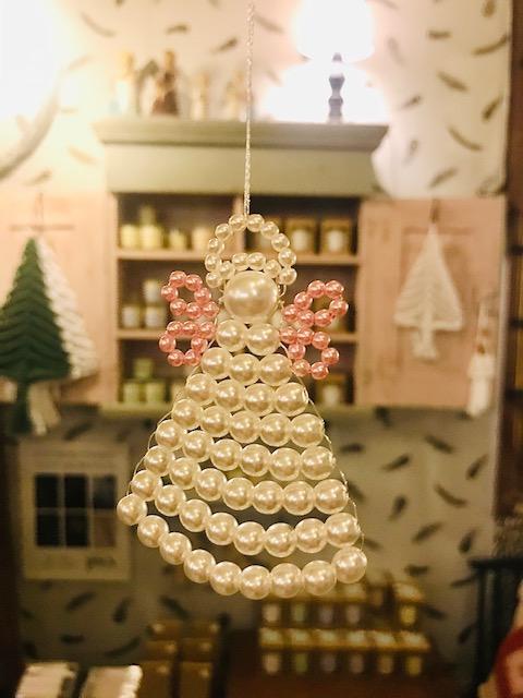 Elluyellow vierailemassa Tallipihan Hohde-joulukaupassa: värikkäät koristeet