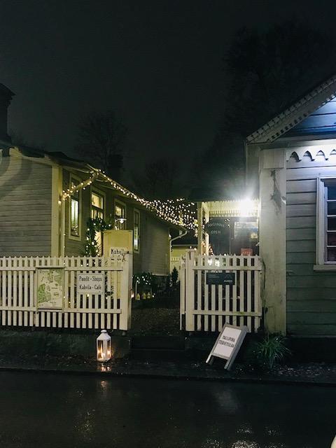 Elluyellow vierailemassa Tallipihan joulussa: hurmaavat talot ulkoa