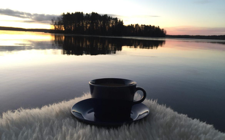 Elluyellow Teema kahvikuppi ja järvi