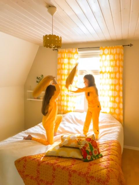 YellowQuu lasten keltaiset yöpuvut
