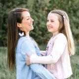 9-vuotiaan sankarittaremme kukkaissynttärit, vinkit stressittömiin juhliin ja kesän äiti-tytär kuvauspäivä