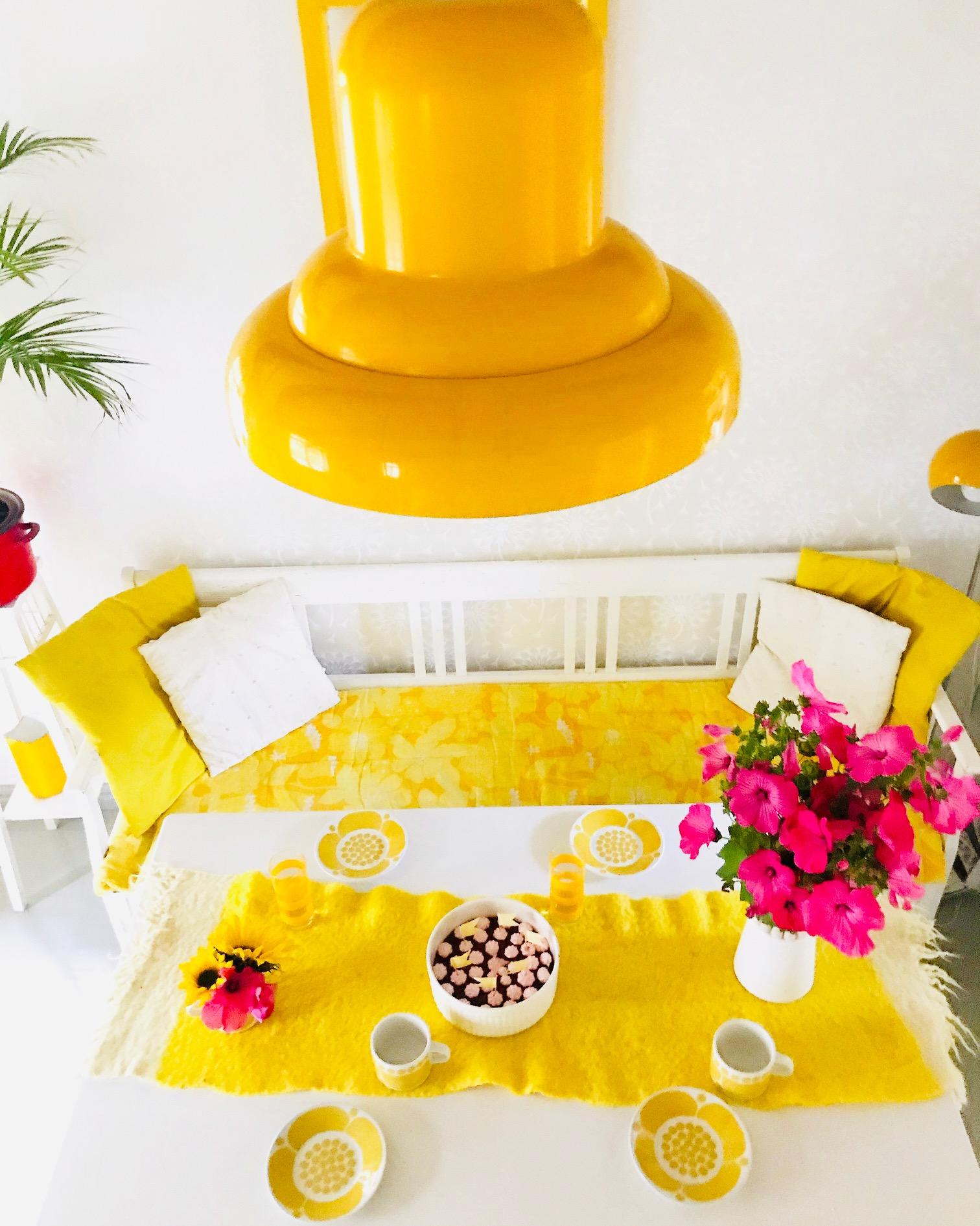 Tupa keltainen lamppu
